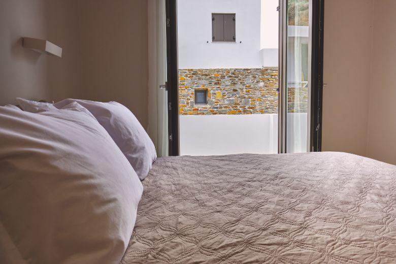 24 Master bedroom maisonette2